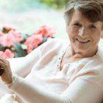 Auxiliaire de vie à domicile ou en structure ? Atousages vous explique