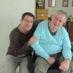 Nicolas apprécie la multitude de tâches qu'offre le métier d'auxiliaire de vie